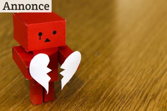 Figur holder knust hjerte